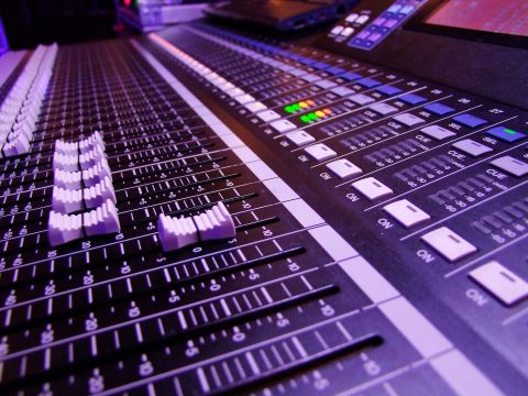 Tontechnik | Beschallungstechnik mieten | veranstaltunsgtechnik mieten | AV Equipment