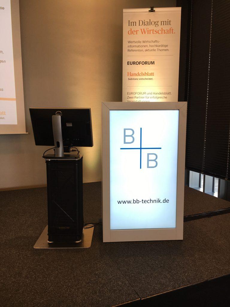 Digitales Rednerpult mieten | Frontmonitor | Mainz | Frankfurt | Wiesbaden |